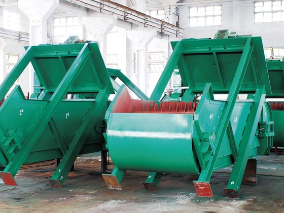 Intermediate rake tooth conveyor